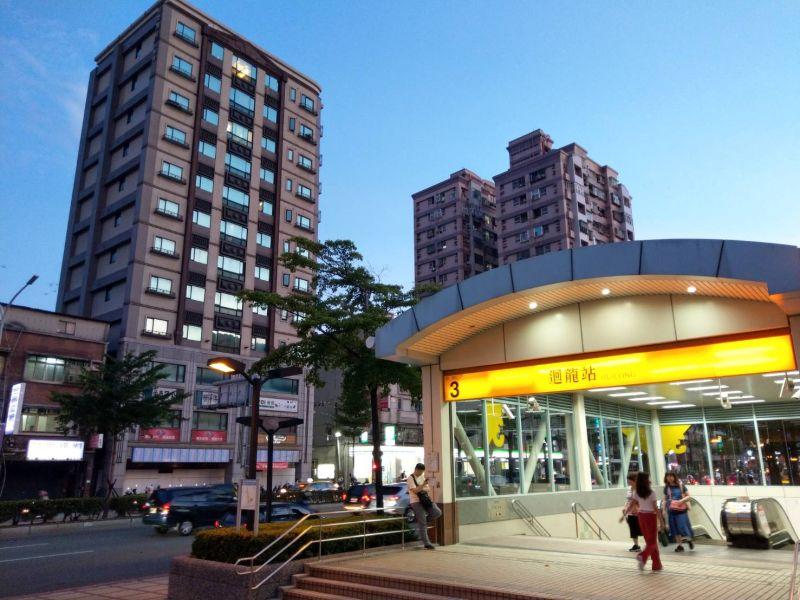 新莊迴龍站雖位於捷運末端站