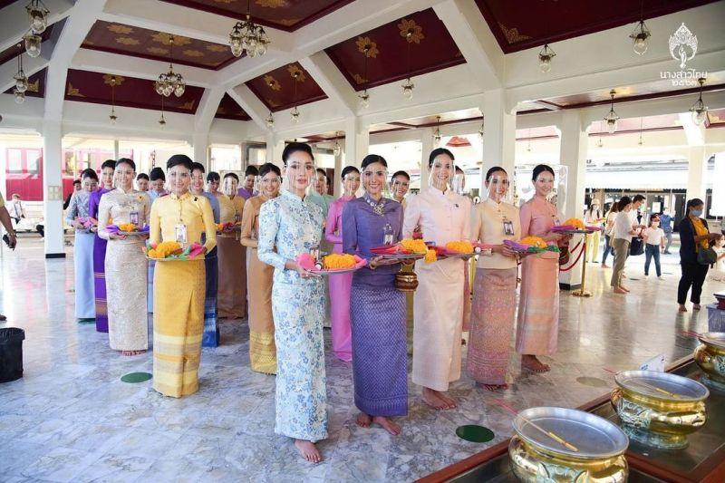 ▲今年的泰國小姐一起前往寺廟進香,又去了清邁動物園和老虎互動。(圖/翻攝自Instagram)