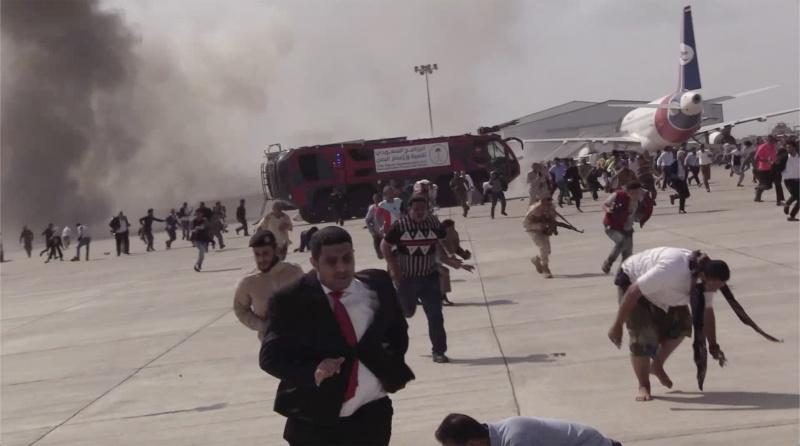 ▲搭載葉門新團結政府內閣成員的飛機30日抵達亞丁(Aden)機場後不久,機場就發生爆炸,目前已增至至少26死。一些官員指控犯案者為伊朗支持的叛軍「青年運動」(Huthi)。(圖/美聯社/達志影像)