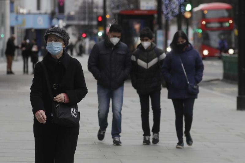 ▲英國的新冠肺炎疫情嚴峻,在2020年最後一天新增染疫人數又創新高。圖為近日倫敦街頭。(圖/美聯社/達志影像)