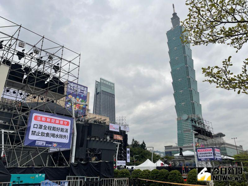 新冠肺炎疫情在台灣升溫,雖然全台各縣市政府相繼宣布跨年活動取消或採直播方式進行,不過北市府方面拍板續辦,並且將管制人數從8萬人調降至4萬人。
