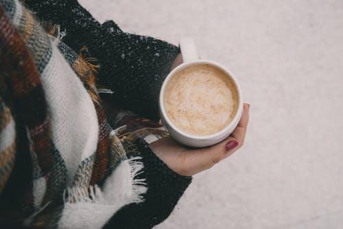 ▲有網友因為循環不好,天氣一變寒冷就會出現手腳冰冷的情況,讓她不禁「有什麼克服手腳冰冷的法寶嗎?」(示意圖/翻攝自《pexels》 )