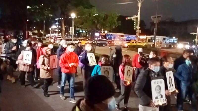 影/反瘦肉精聯盟寒夜在凱道遊行反萊豬 繞立院3圈抗議
