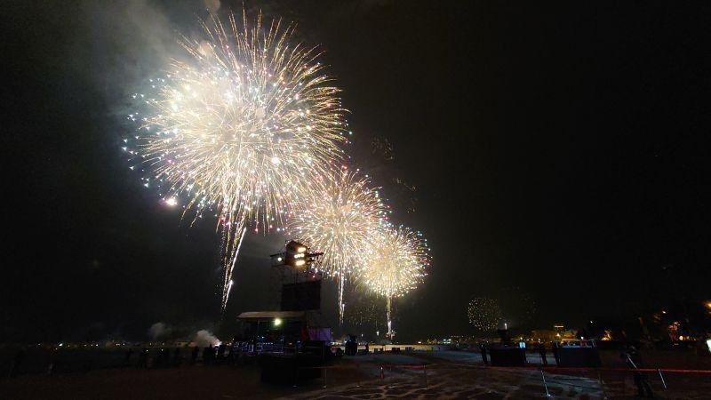 ▲長達300秒的百年大港花火,帶來前所未有的港灣視覺新體驗。(圖/記者鄭婷襄攝)