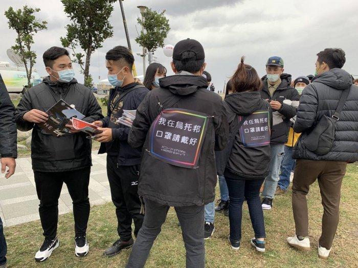 ▲台灣人都會相互提醒要戴口罩。(圖/翻攝自《Dcard》)
