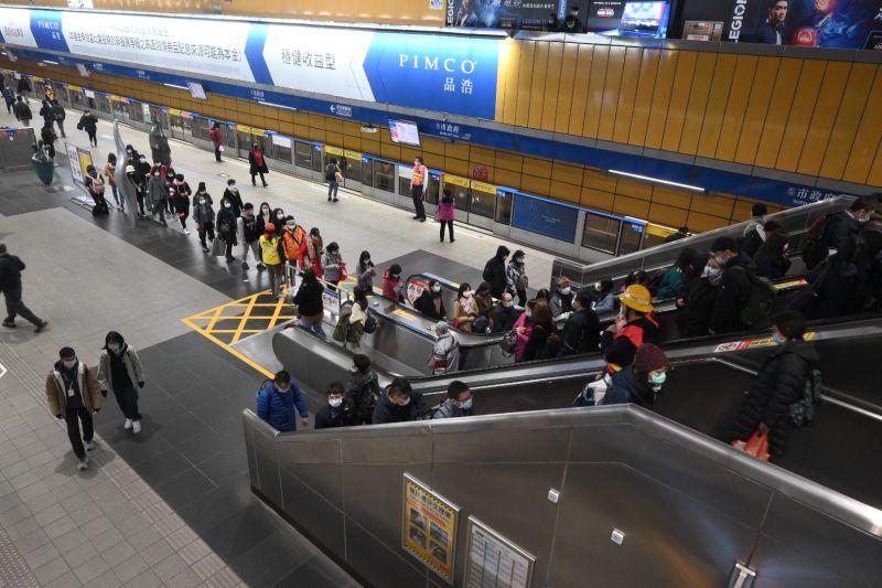 ▲北捷公司表示,運量統計至昨晚12時,捷運全線總運量約239.3萬人次。(圖/NOWnews影像中心攝影)