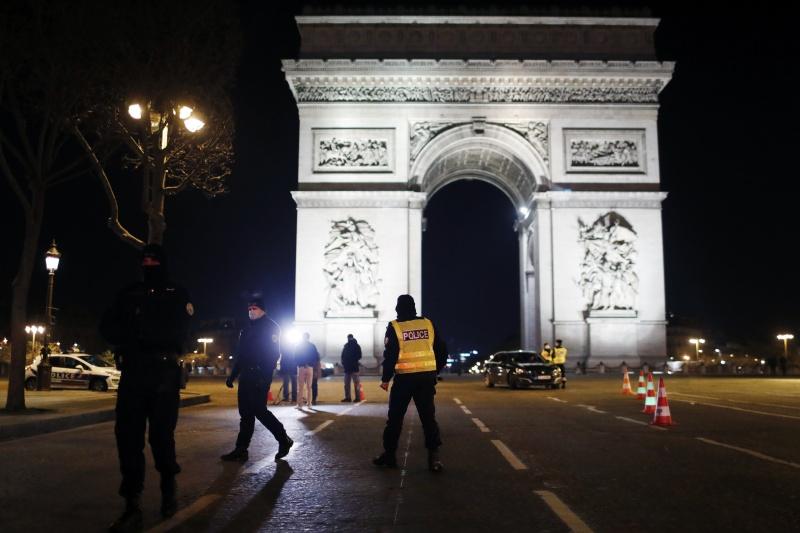 法國跨年嚴格實施宵禁 香榭大道<b>空蕩</b>無人