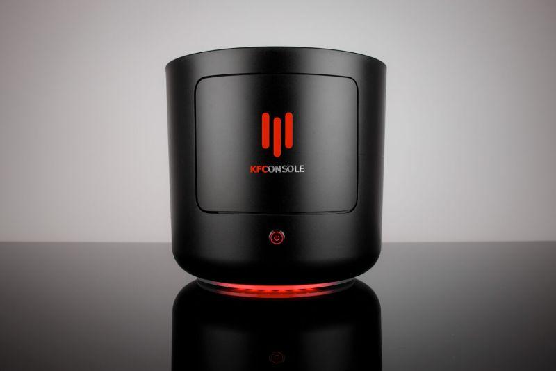 肯德基於12月23日在推特宣布推出電腦主機「KFConsole」,主打全球首創內建「炸雞保溫盒」的遊戲機。(圖|KFC Gaming推特)