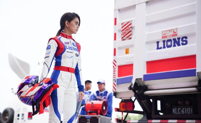 ▲昆凌在片中飾演唯一的女賽車手。(圖/創映電影、量能影業提供)