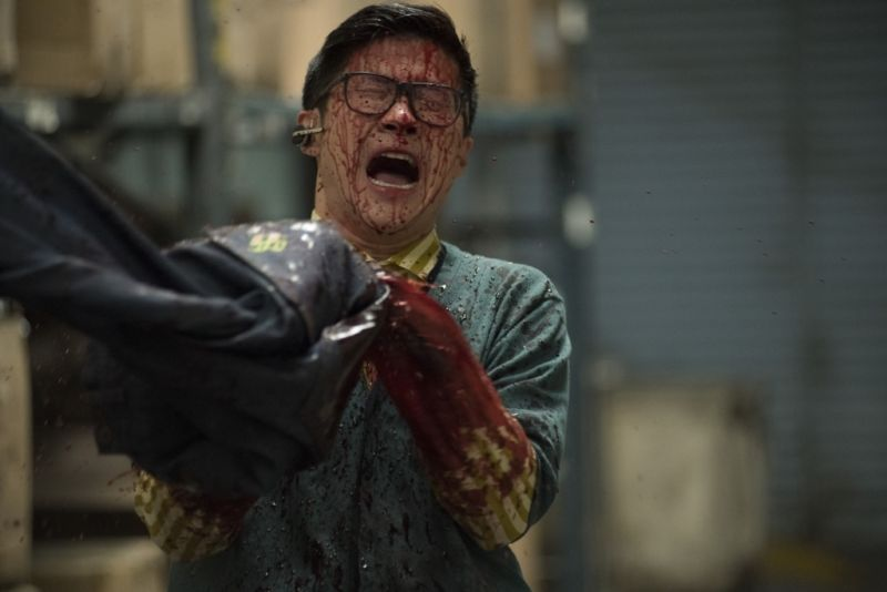 ▲▼殺人牛仔褲讓現場血跡斑斑。(圖/車庫)