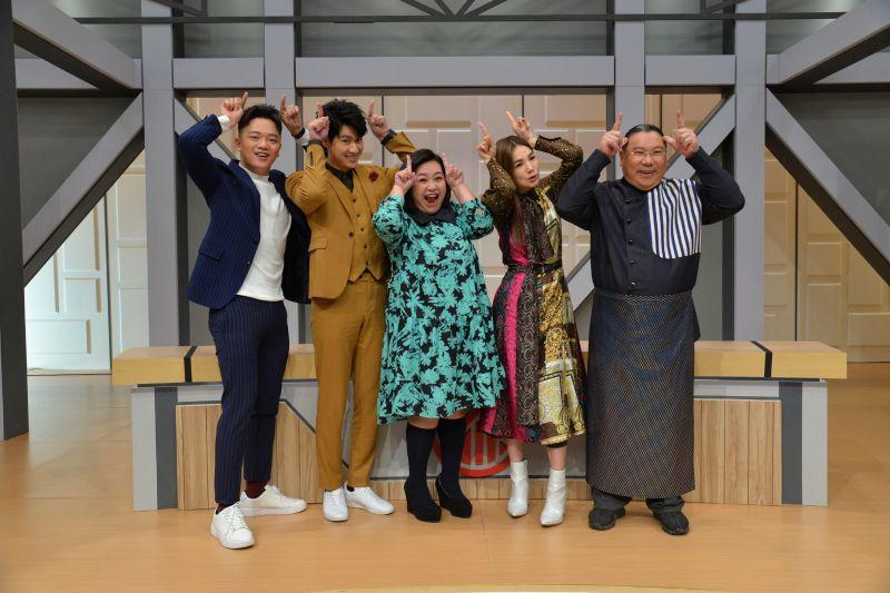 ▲索艾克(左起)、李玉璽、鍾欣凌、Ella、陳力榮錄過年特別節目。(圖/衛視提供)