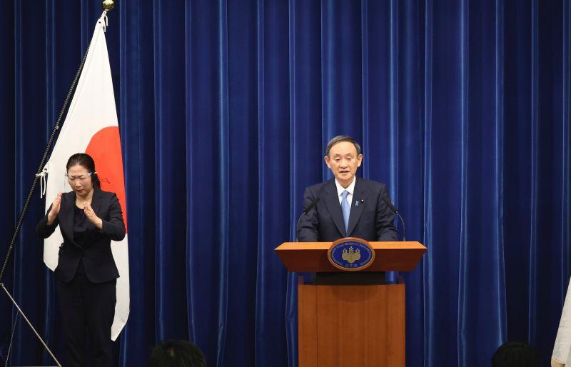 ▲日本首相菅義偉昨(4)日於首相官邸召開記者會,表示東京首都圈最快本週將進入緊急狀態。(圖/美聯社/達志影像)