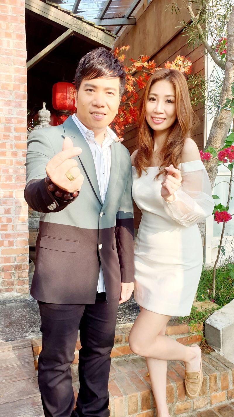 ▲向蕙玲與師弟劉信明拍攝新歌《深情戀夢》MV。(圖/豪記唱片提供)
