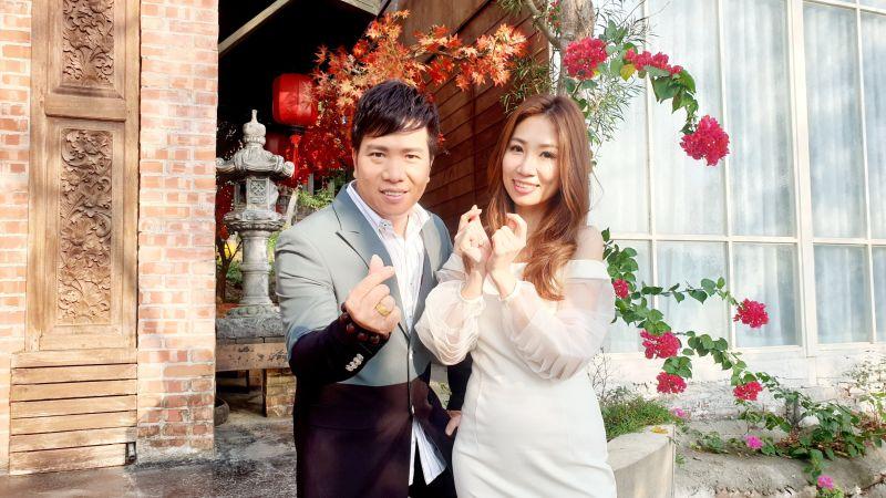 向蕙玲與師弟劉信明拍攝新歌《深情戀夢》MV。(圖/豪記唱片提供)