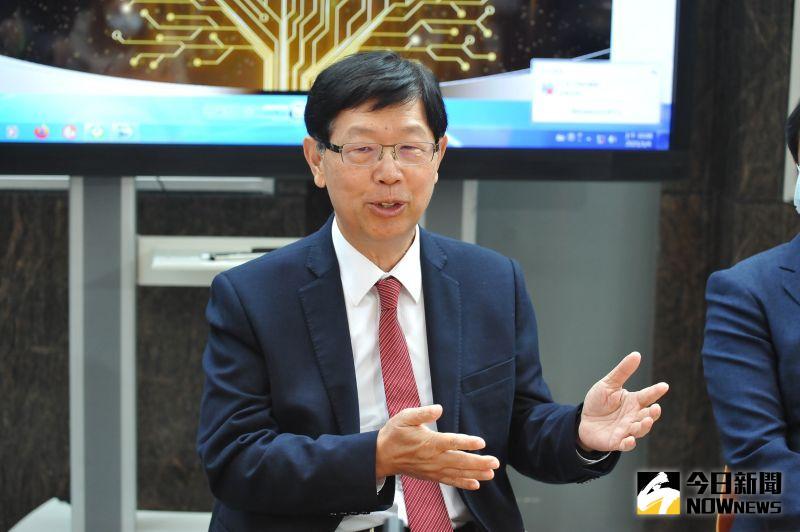 ▲鴻海集團董事長劉揚偉23日與Gogoro簽署MOU,將在交換電池及電動機車方面進行合作。(圖/NOWnews資料照,記者林柏年攝)