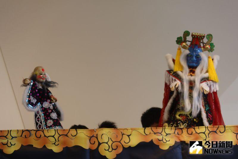 ▲大俠百草翁這齣戲讓彰化縣首次以掌中戲獲國立傳統藝術中心開枝散葉計畫支持的優質演出。(圖/記者陳雅芳攝,2021.01.04)