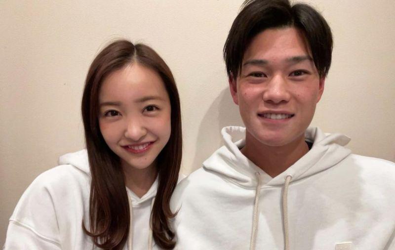 ▲板野友美跟高橋奎二閃婚。(圖/翻攝自板野友美推特)