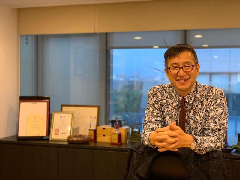 ▲品牌創辦人兼董事長吳宗恩表示,除了感謝消費者的支持,也十分肯定員工的辛勞付出,決定年終最高發出6個月獎金。(圖/業者提供)