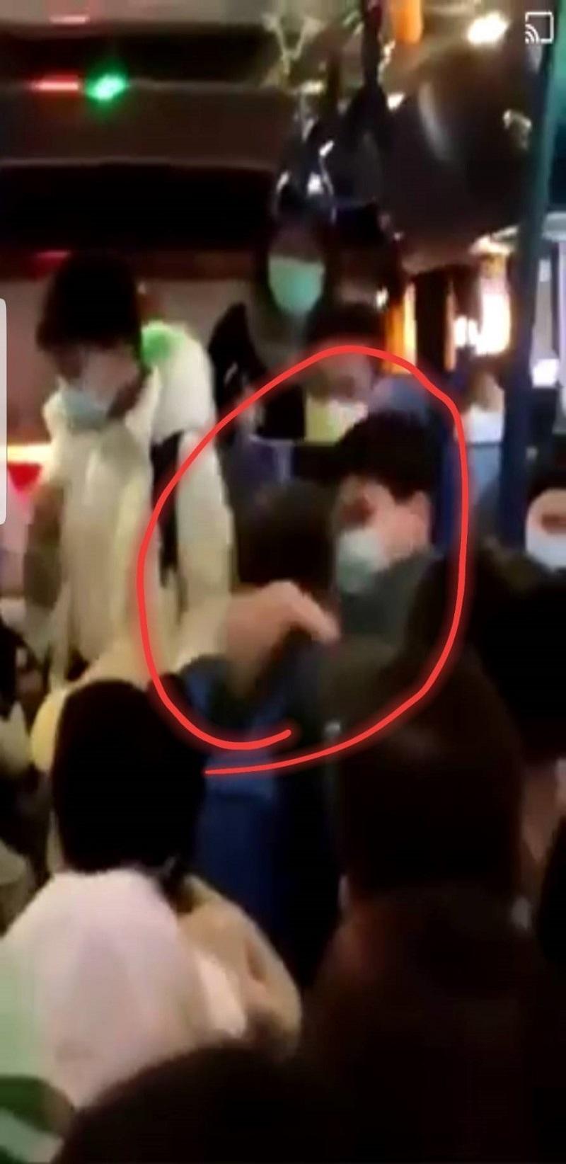 阿伯公車上為讓位猛K中學生 警依公車刷卡記錄找人