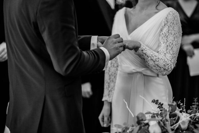 ▲泰國一名女子苗苗的老公,竟然背著她偷偷和其他女人結婚。(示意圖,圖中人物與文章中內容無關/取自unsplash)