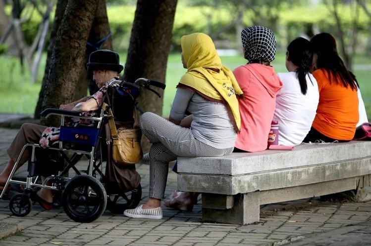 本土疫情擴大 19日起移工等外籍人士禁止入境