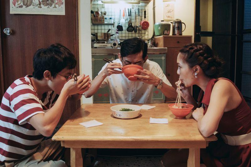 ▲林暉閔(左)形容戲中與陳竹昇的父子情,很像吵架的情侶。(圖