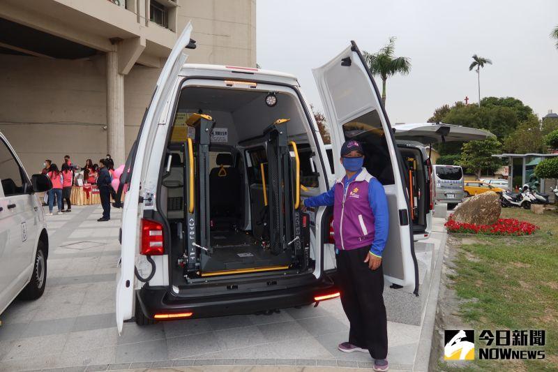 ▲王惠美說,復康巴士就像是弱勢以及身障朋友的雙腳,讓他們可以走出家庭,多接觸人群。(圖/記者陳雅芳攝,2021.01.06)