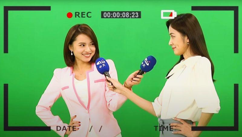 ▲陳文越(左)、王乃伃拍攝2021桌曆逗趣互動。(圖/中天提供)