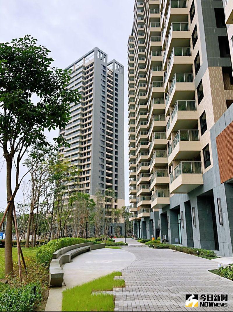 ▲「富邦大無疆」透過「家在公園裡」的設計理念,讓建築如垂直森林般從公園中長出,中庭花園將外部營造的綠意延伸至社區內。