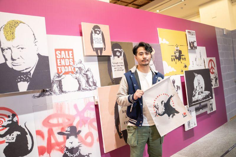 ▲郭彥甫欣賞街頭藝術大師Banksy顏色鮮明、線條直接。(圖/寬宏提供)