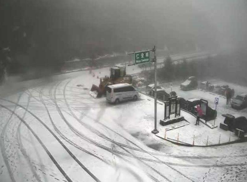 合歡山降初雪 道路8日傍晚預警封閉