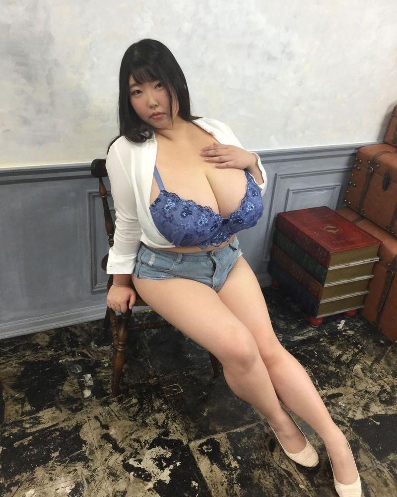▲桃世Momo胸部比頭還大。(圖/桃世Momo