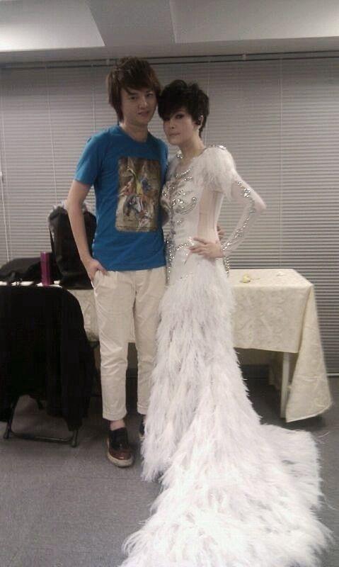 ▲許富凱(左)曾經擔任江蕙的演唱會嘉賓。(圖/凱聲影藝提供)