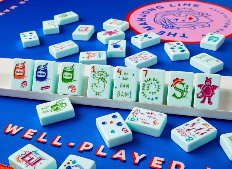 美國德州一家公司「The Mahjong Line」專賣「美國麻將組」,然而產品推出後風波不斷,各方批評其不尊重源自亞洲的麻將文化