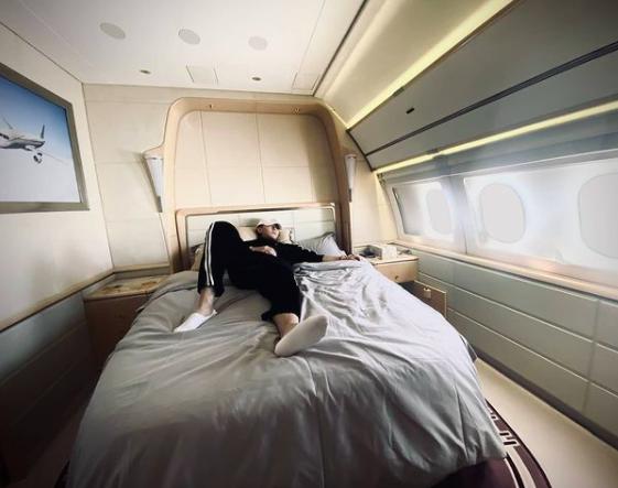 ▲黃子韜曬出私人飛機的豪華內部。(圖/翻攝黃子韜IG)