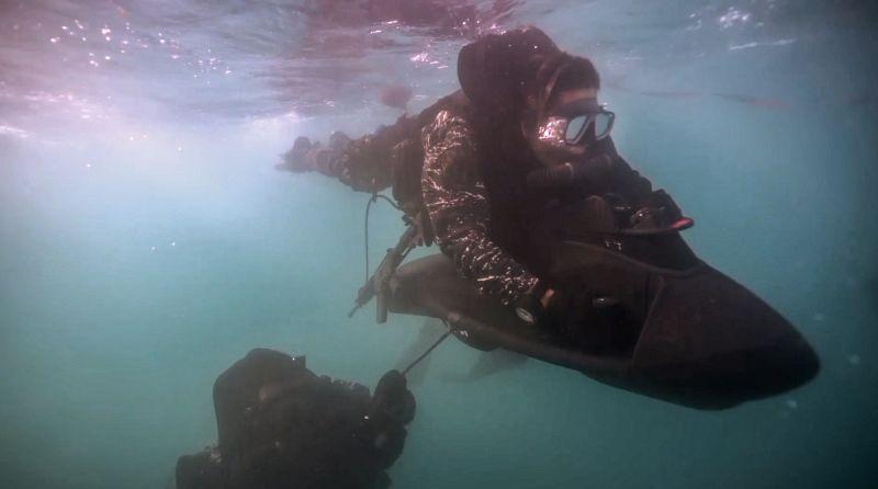 ▲水中爆破中隊在水域滲透過程中,會利用水中推進器提升移動效率。(圖/軍聞社提供)
