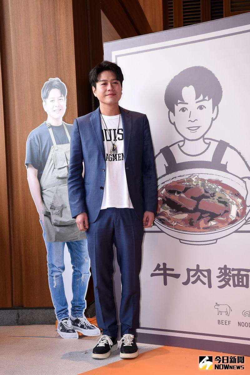 ▲李易「李饗煮易」牛肉麵快閃概念店一日店長。(圖/記者林柏年攝