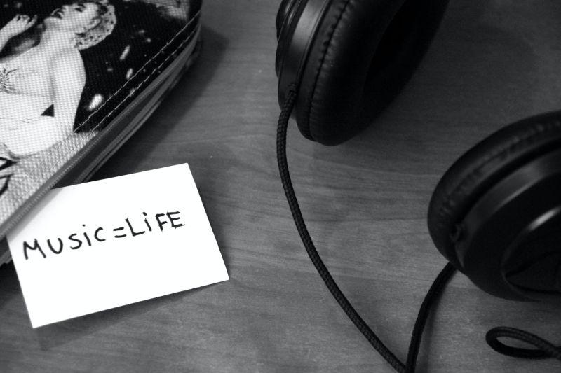 ▲日本音樂人淺倉大介透露,因為聽了俗氣的音樂,會讓人更有購買東西的慾望。(示意圖/翻攝自《pexels》