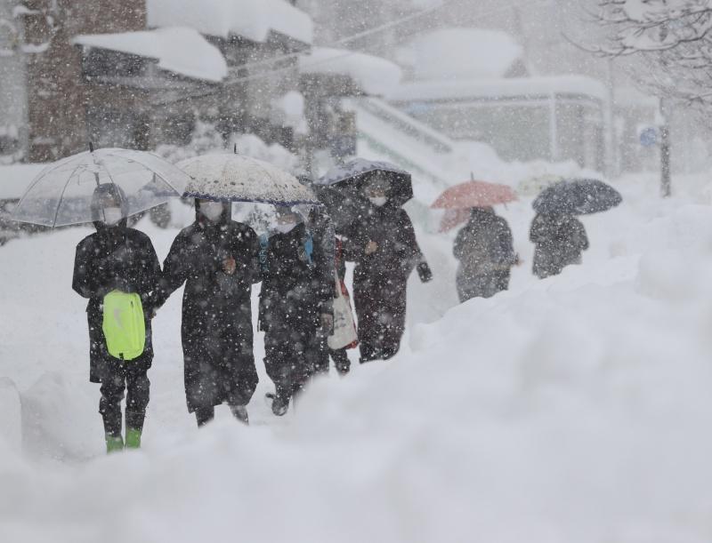 超凍!暴風雪持續吹襲日本沿岸 已釀10死逾200傷