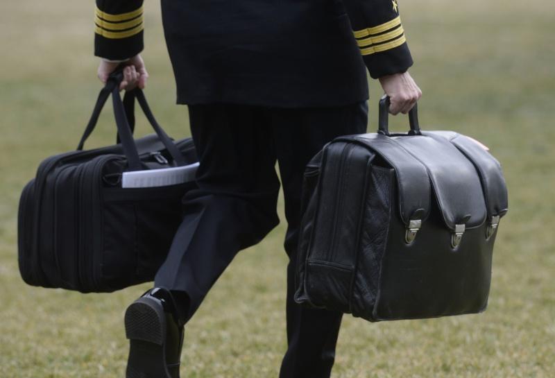 川普拒出席就職大典  核武手提箱交接問題惹議