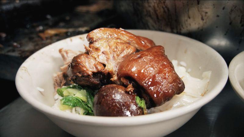 ▲這一碗豬腳飯陪著台北人走過了半個世紀,冷冷的天氣來上一碗不只滿足了一餐溫飽,還夾帶滿滿的療癒感。(圖/記者詹皓帆攝)