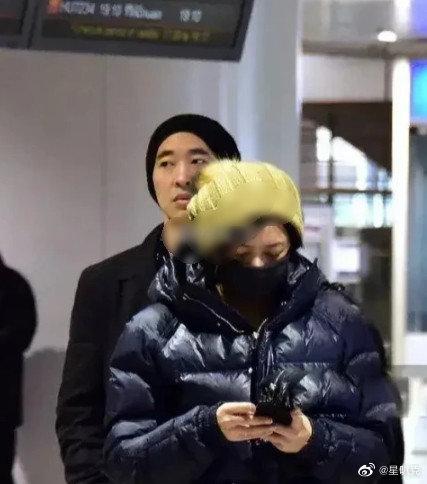 ▲黃立行、徐靜蕾在機場被網友巧遇。(圖/翻攝微博)