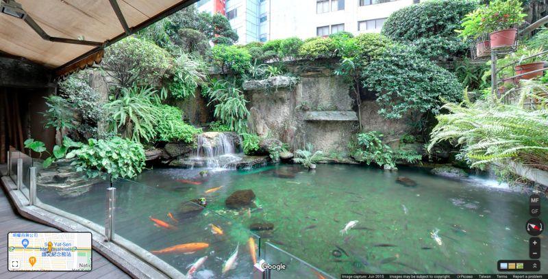 ▲此「都市叢林」還搭配著小池塘。(圖/擷取自Google