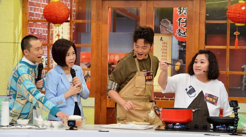 鍾欣凌廚房幫倒忙 「拿木鏟攪拌麵糊」超天兵