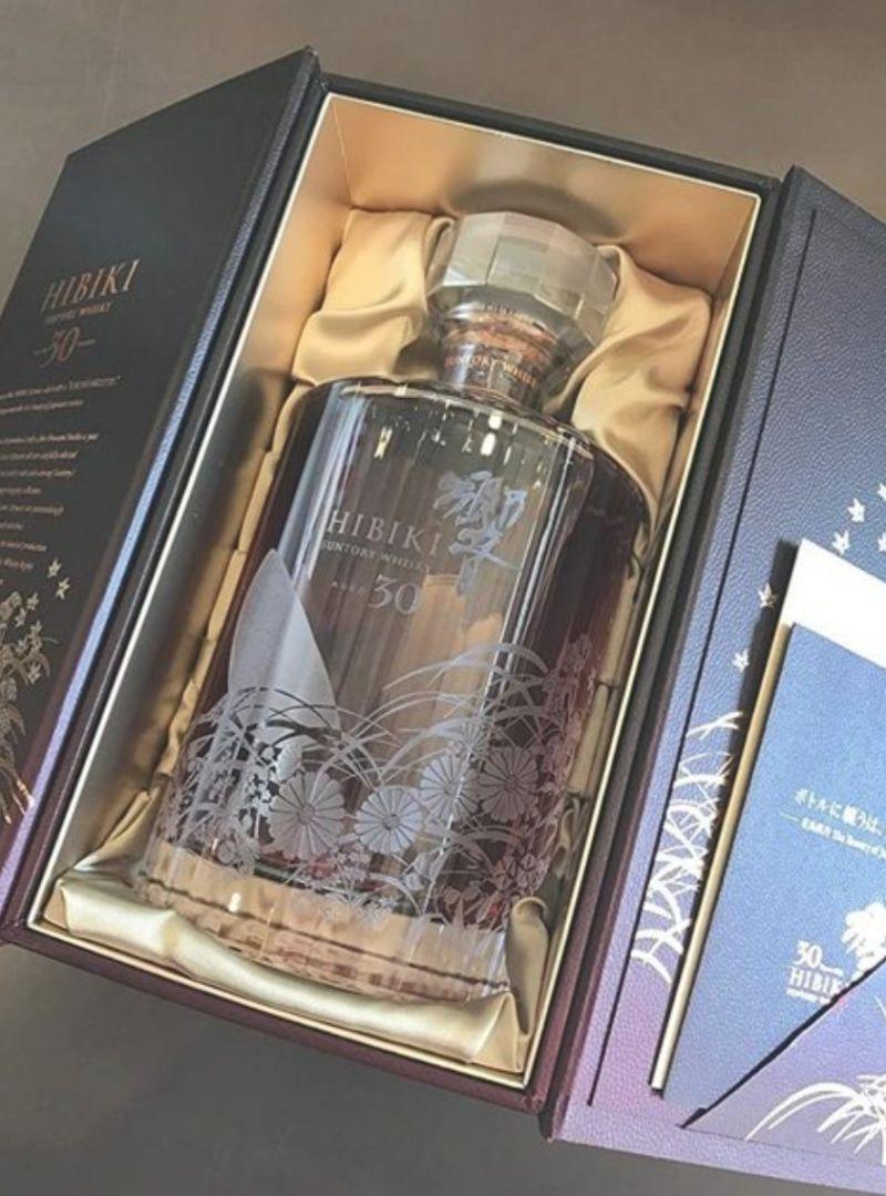 ▲女網友PO出男友送給爸爸的威士忌本尊照,而該瓶威士忌還是限定包裝,價格比起一般的還要貴。(圖/翻攝自PTT)