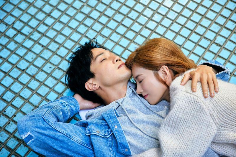 蔡黃汝、薛仕凌在《預言》MV中飾演情侶。(圖/寬宏音樂&繁星浩月娛樂提供)