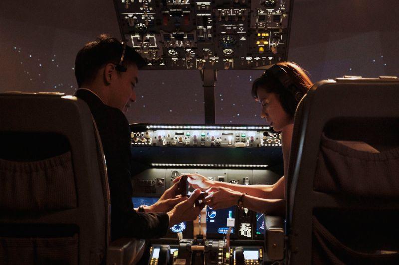 ▲林予晞(右)分享當空姐遇到的生死一瞬間。(圖 / HBO Asia提供)