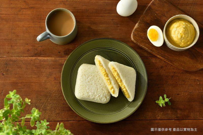 ▲雞蛋沙拉餡夾好夾滿,一口就能咬下這美味。(圖/資料照片)