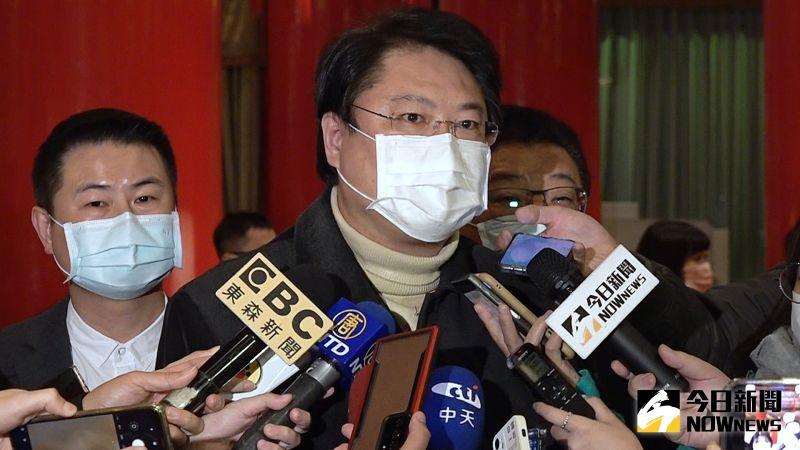 針對台北市長柯文哲13日批評綠營執政縣市串連取消舉辦跨年晚會,是民粹政治的說法,基隆市長林右昌回嗆「莫名奇妙」,甚至要柯文哲好好當市長,不要整天陰謀論。
