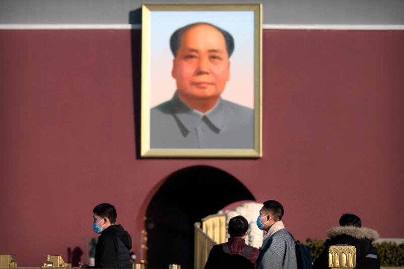 ▲中國共產黨第一任中央委員會主席,中華人民共和國第一代最高領導人毛澤東的畫像,至今仍高掛在北京天安門廣場的大門上。(圖/美聯社/達志影像)